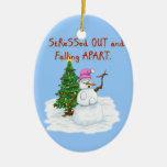 Señora de la nieve subrayada hacia fuera y deshaci ornamentos de navidad