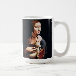 Señora de Leonardo da Vinci con una taza del armiñ