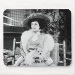 Señora de Pomeranian Alfombrillas De Ratones