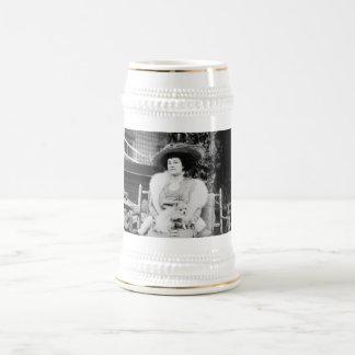 Señora de Pomeranian Jarra De Cerveza