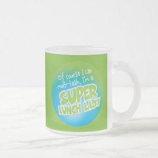 Señora del almuerzo taza de café esmerilada