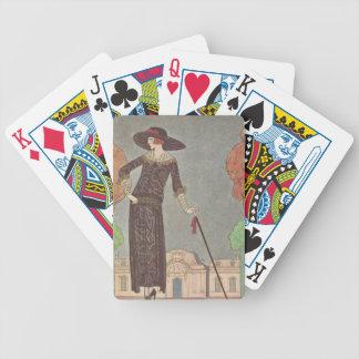 Señora del art déco - colocándose delante del baraja de cartas bicycle