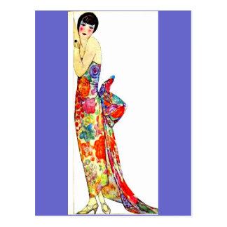 Señora del art déco en vestido formal postal