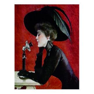 señora del gorra de vestido del negro de la mujer tarjetas postales
