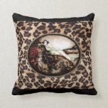 Señora del leopardo de Icart en la almohada del es