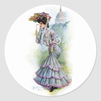 Señora del Victorian en vestido de la lavanda Etiquetas Redondas