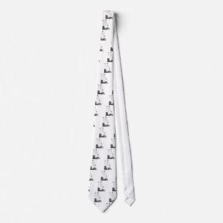 Señora del vintage con el rastrillo en jardín corbata personalizada