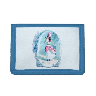 Señora del vintage en la cartera afilada azul del