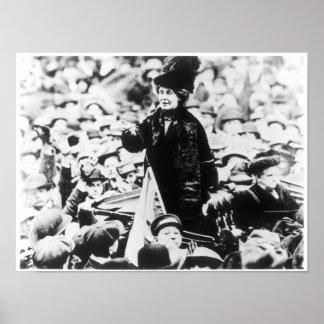 Señora Emmeline Pankhurst Addressing una muchedumb Póster