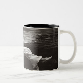 Señora en el café tazas de café
