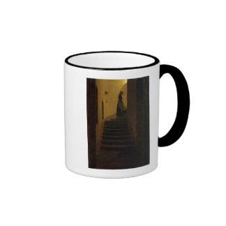 Señora en la escalera taza a dos colores