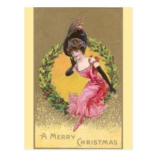 Señora en la sentada rosada en navidad de la tarjeta postal