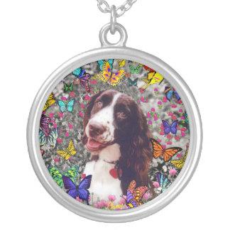 Señora en mariposas - perro del perro de aguas de colgante redondo
