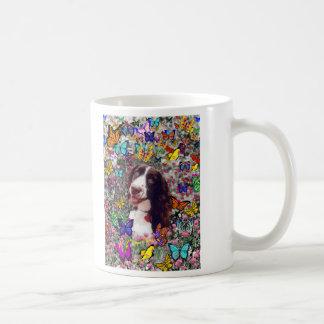 Señora en mariposas - perro del perro de aguas de taza básica blanca