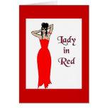 Señora en tarjeta roja del saludo/de nota