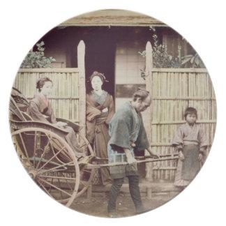 Señora en un carrito, c.1890s (foto coloreada) platos