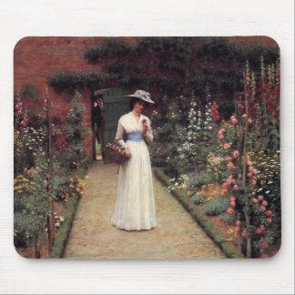 Señora en un jardín - Edmund Blair Leighton Tapete De Raton