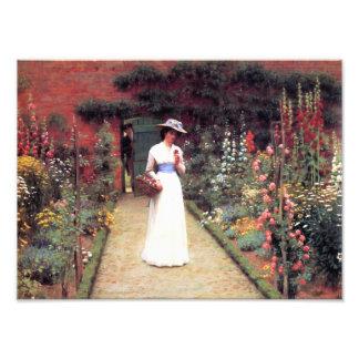 Señora en un jardín impresión fotográfica