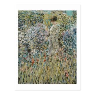 Señora en un jardín - Frederick Carl Frieseke Tarjeta Postal