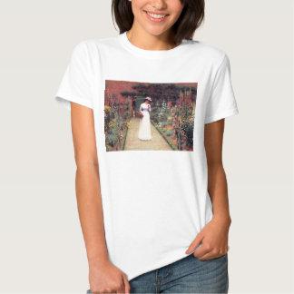 Señora en una camiseta del jardín remeras