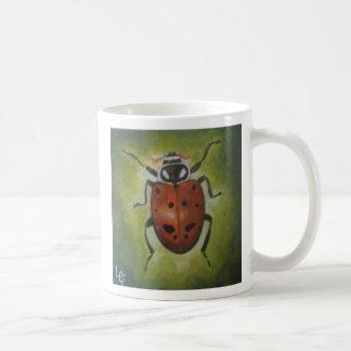 Señora escarabajo convergente taza de café