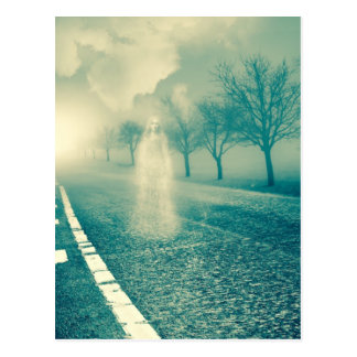 Señora fantasmal On un camino abandonado Postales