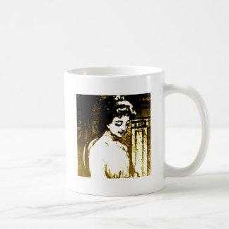 Señora hermosa taza
