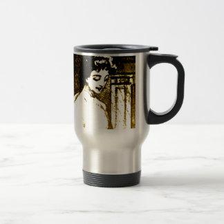 Señora hermosa taza térmica