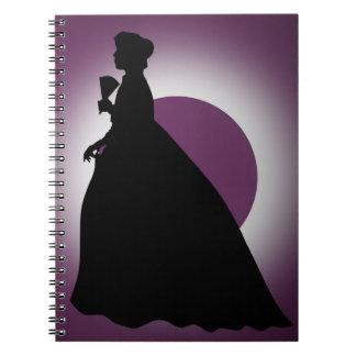 Señora histórica con el cuaderno de la fan