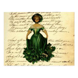 Señora irlandesa romántica del vestido del trébol postales