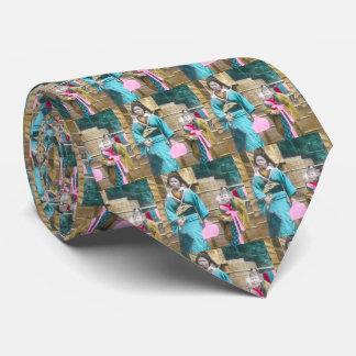 Señora japonesa y su vintage de las hijas corbata