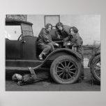Señora joven mecánicos de automóviles, 1927 poster