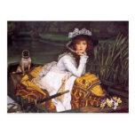 Señora joven y su barro amasado del mascota en un postales