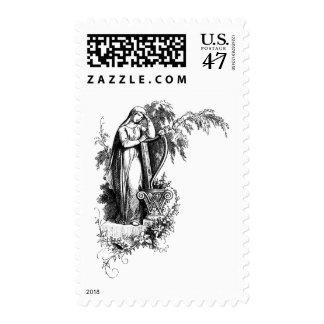 Señora Leaning en la letra W de la arpa Timbre Postal