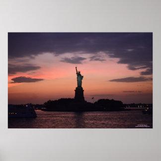 Señora Liberty en poster de la puesta del sol