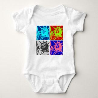 Señora Liberty New York City del arte pop Camisetas