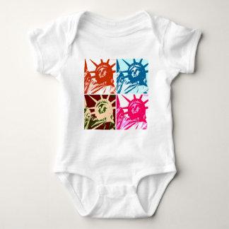 Señora Liberty New York City del arte pop Tee Shirts