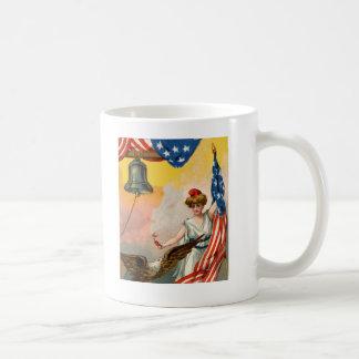 Señora Liberty y bandera americana Tazas