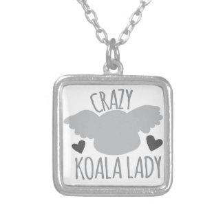 Señora loca de la koala colgante cuadrado