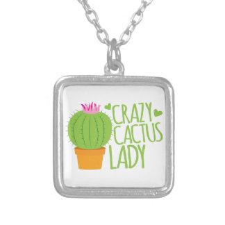 Señora loca del cactus colgante cuadrado