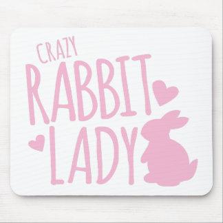 Señora loca del conejo alfombrillas de raton