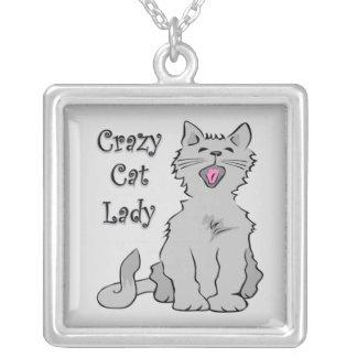 Señora loca del gato colgantes