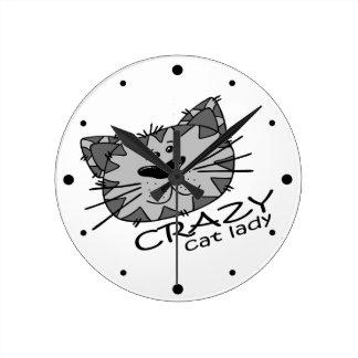 Señora loca del gato de la cara grande del gatito relojes