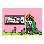 Señora loca del gato en casa postales