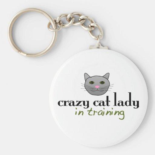 Señora loca del gato en el entrenamiento llavero