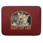 Señora loca del gato fundas para macbook pro