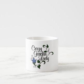 Señora loca del jardín taza de espresso