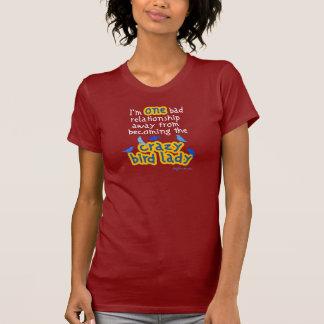Señora loca del pájaro camiseta
