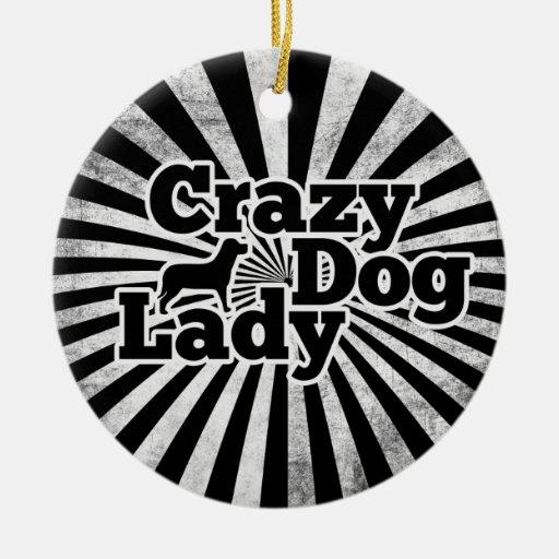 Señora loca del perro adorno navideño redondo de cerámica