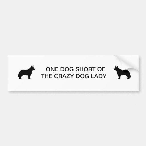 Señora loca del perro etiqueta de parachoque